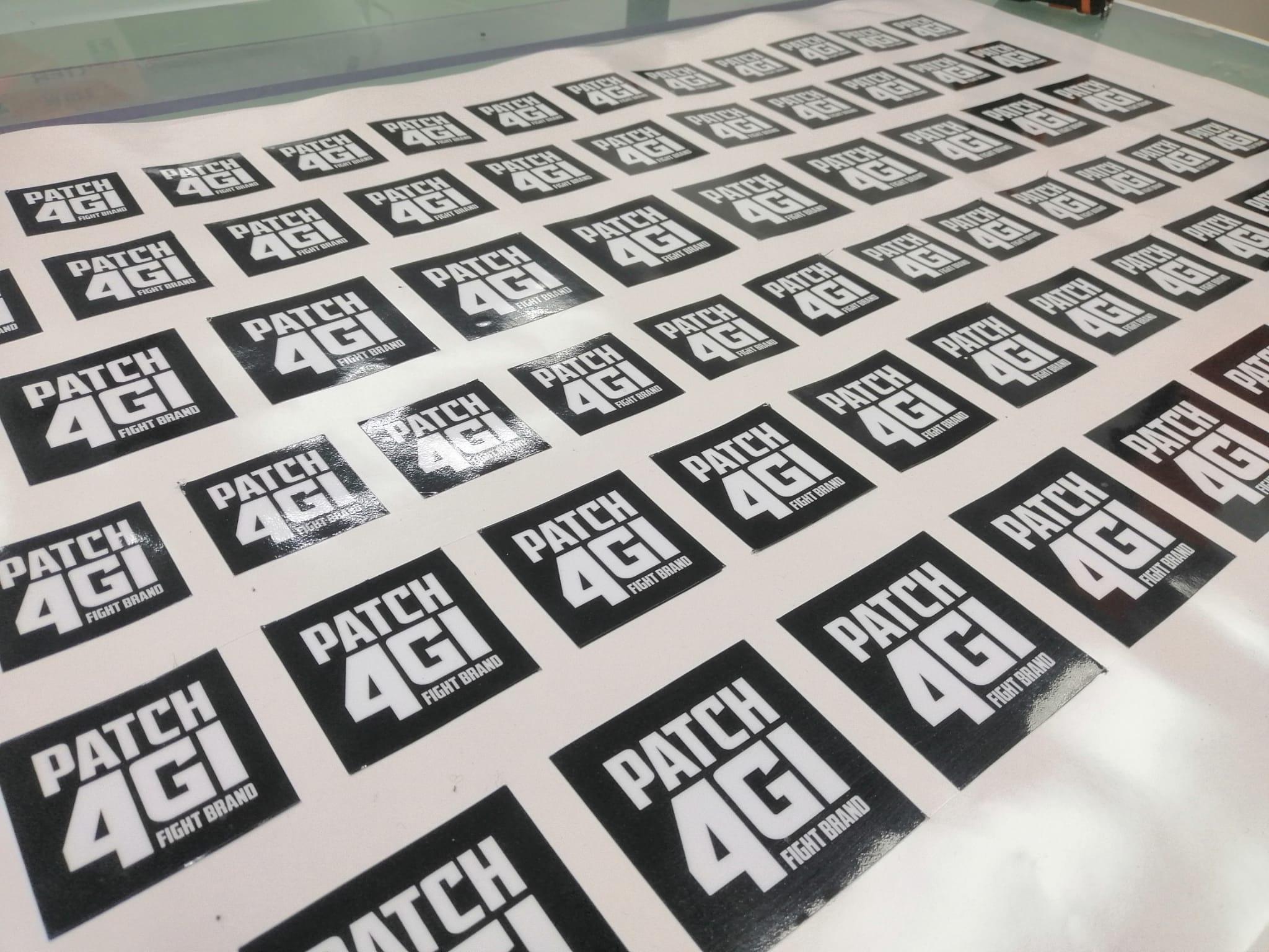 Impresión de adhesivos en vinilo para marca nacional